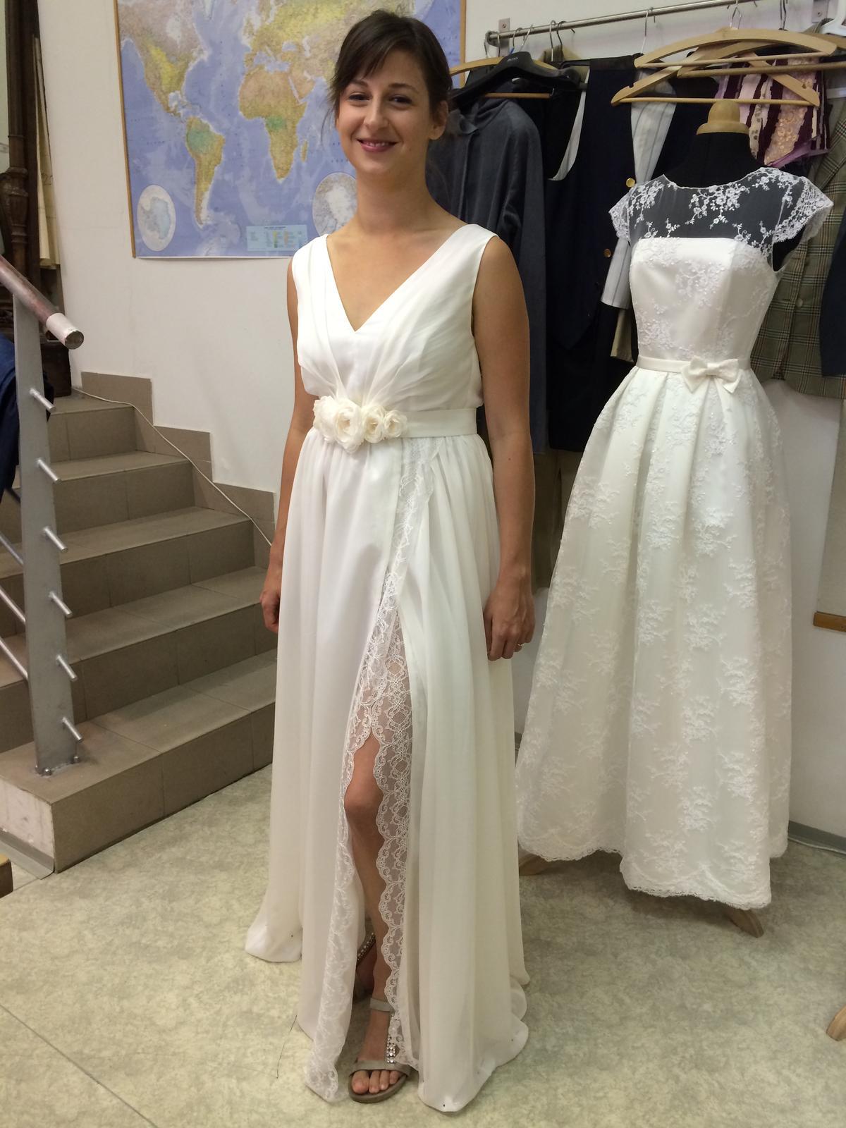 49d92bbb1790 Romantické svatební šaty