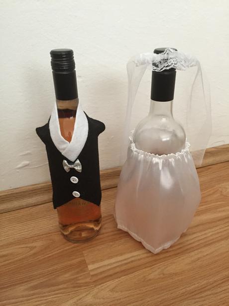 Oblečenie nevesta a ženích na fľašu,