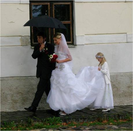 Nádherné zdobené svadobné šaty , 36