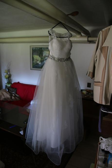 Svadobné šaty so závojom a spodničkou , 38