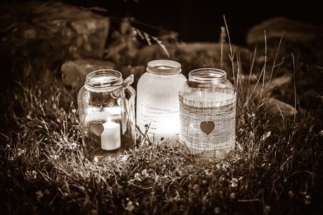 Svícny z velkých zavařovacích sklenic,