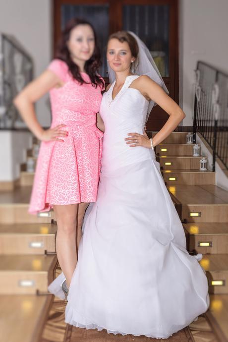 Snehobiele svadobné šaty, 37