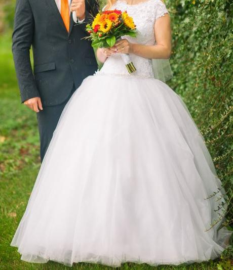 Krajkové svatební šaty, 38
