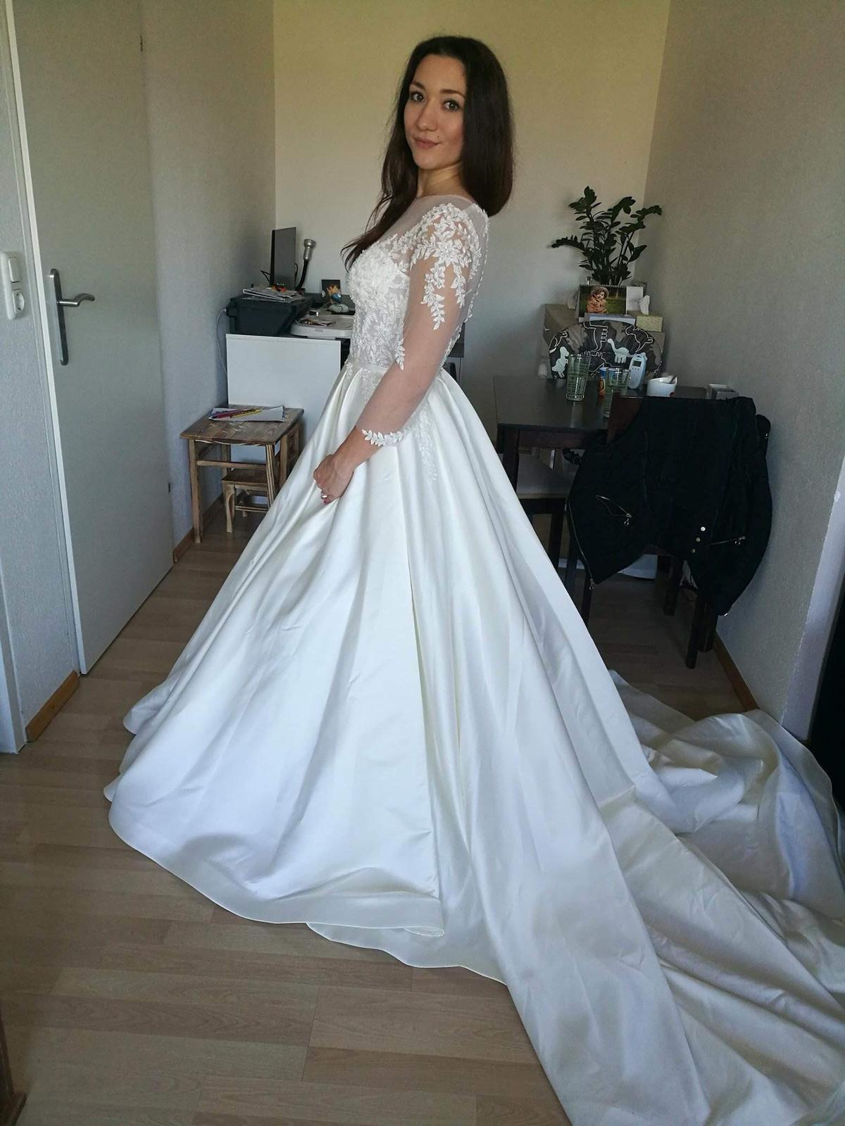 Svatebni Saty Znacky Bridal Crystal 36 38 38 16 500 Kc Svatebni