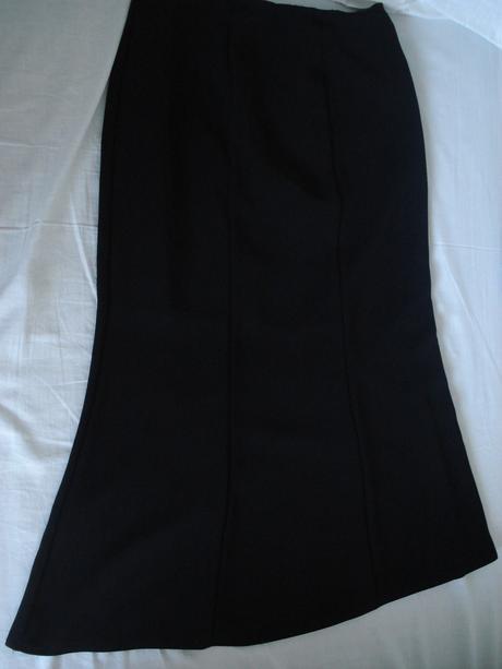 Čierna sukňa, 44