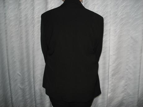 Čierny kostým , 48