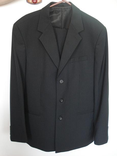 Čierny oblek, 52