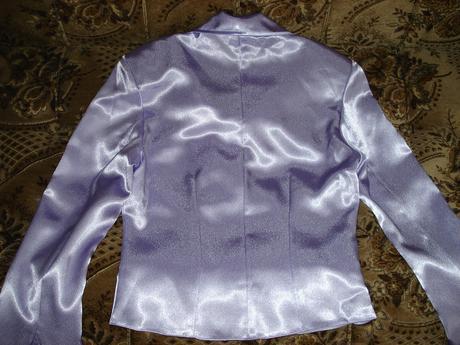 Fialové saténové sako, 38