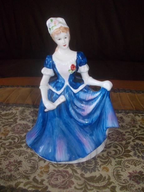 Dama s vejarom anglicky porcelan,
