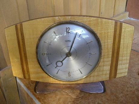 Drevene dyhovane mechanicke hodiny ,
