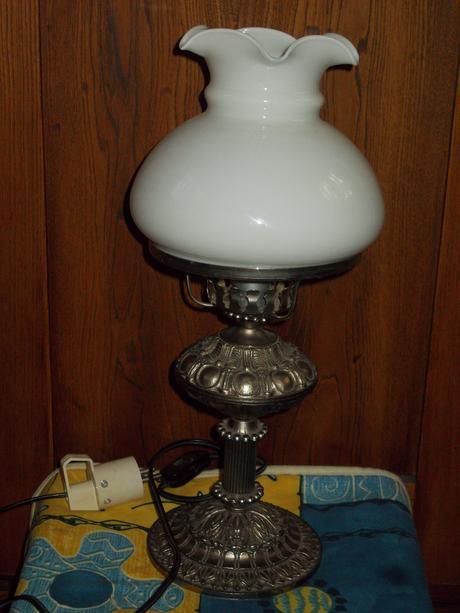 Starozitna lampa,