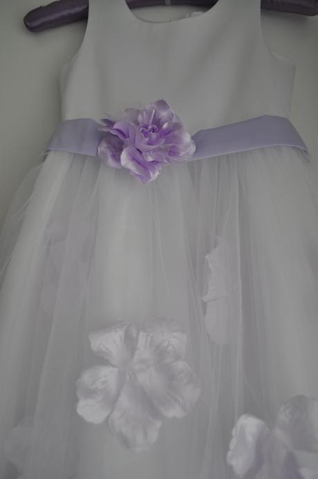 Bílé/fialové šaty pro družičku 122 a 164, 164