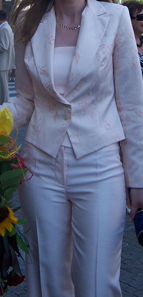 saténový kostýmček s korzetom, 38