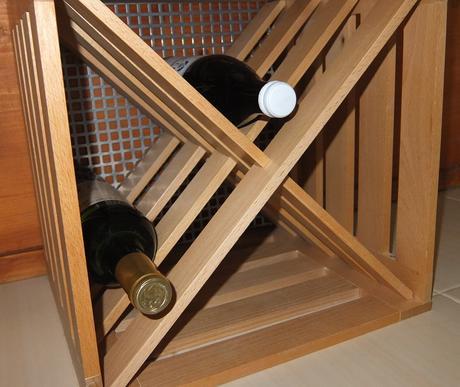 Drevený stojan na víno,