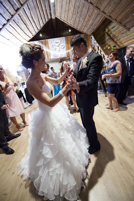 Moderné svadobné šaty s vlečkou , 36