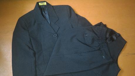 Nádherný čierny oblek + červená košeľa 1x oblečený, 122