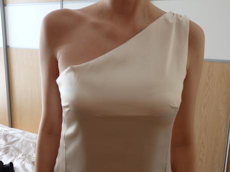 Šaty na jedno rameno(pre vysokú ženu), 40