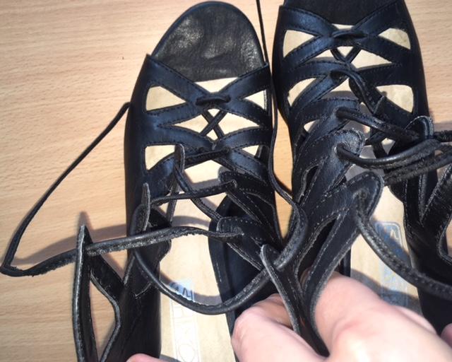 dd7c53d00778a Šnurovacie sandále z paríža s detailom na podrážke, 40 - 15 € | Svadobný  bazár | Mojasvadba.sk