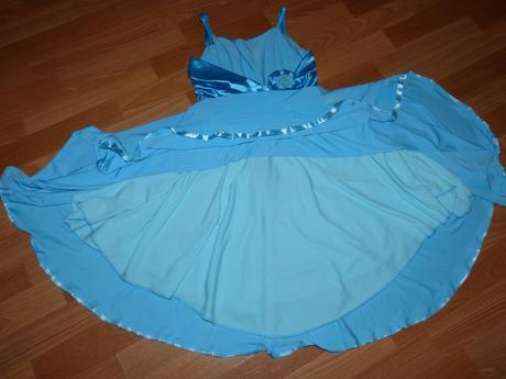 Modré šaty, 36