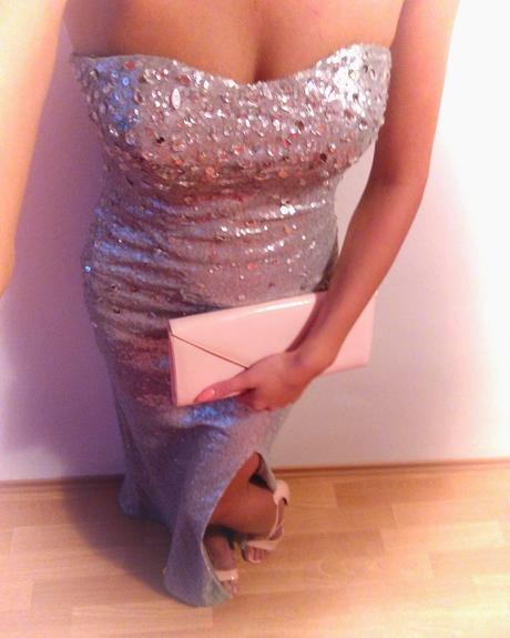 Strieborné šaty, 36