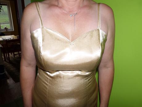 Zlaté šaty, 42