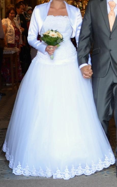 svatební šaty s tylovou sukní zdobené perličkami, 40