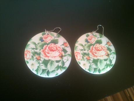 kruhové kvetinkové náušnice,