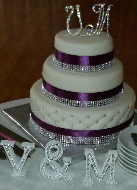"""Blyštivé štrasové písmena na dort """"M"""" a """"V"""","""