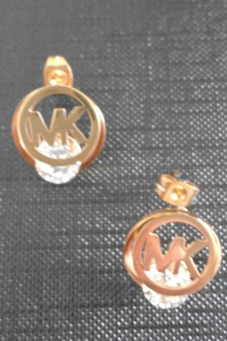 Náušnice a náhrdelník,