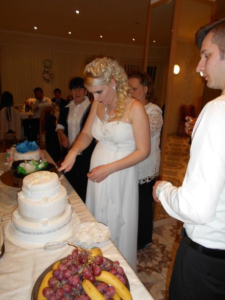 Svadobné šaty - vhodné aj pre tehotné, 40