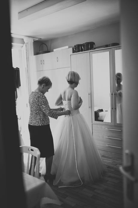 Perličkové svadobné šaty, 38