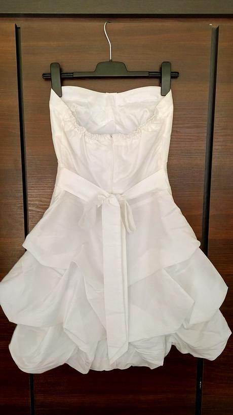 Krátké bílé šaty, 38