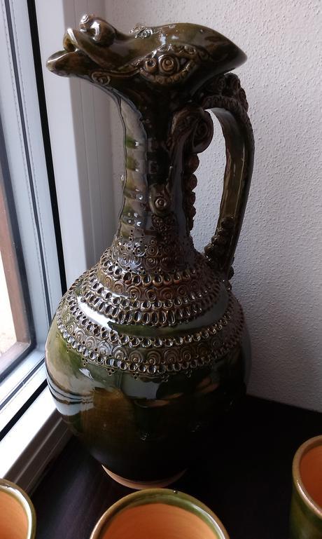 keramická karafa / džbán / krčah s 8 kalíškami,