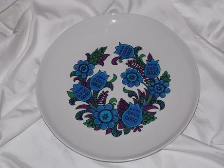 Tanier s modrými kvetmi,