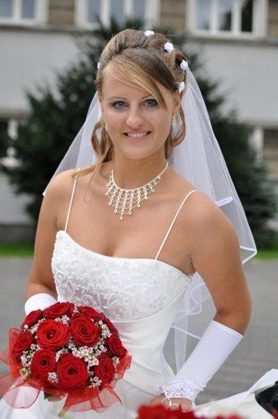 Úžasné svadobné šaty, 40