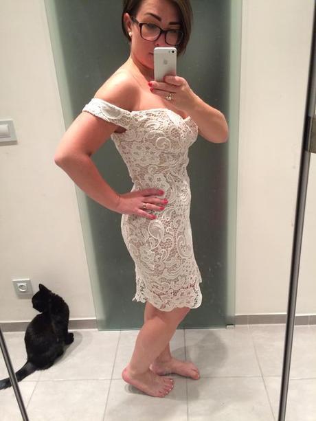 Krátké krajkové svatební/společenské šaty, 38