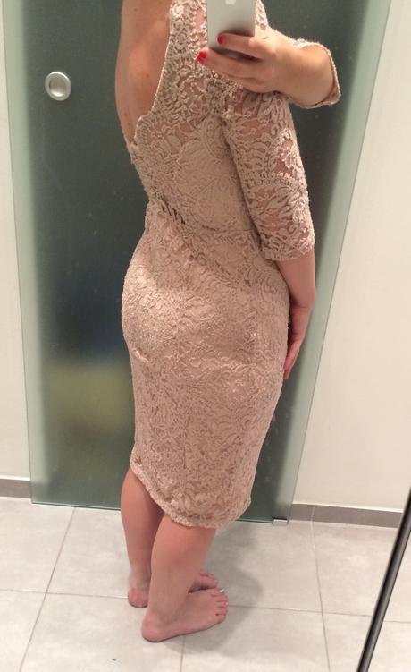 Nepoužíté krajkové společenské šaty, 38