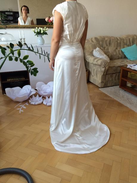 Nepoužité minimalistické svatební šaty , 36