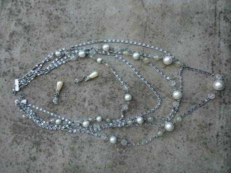 náhrdelník s perlamy,