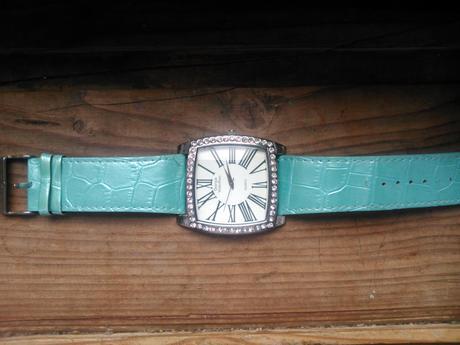 vyrazne hodinky,
