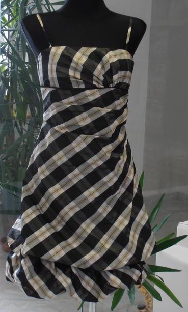 Karované šaty, 36