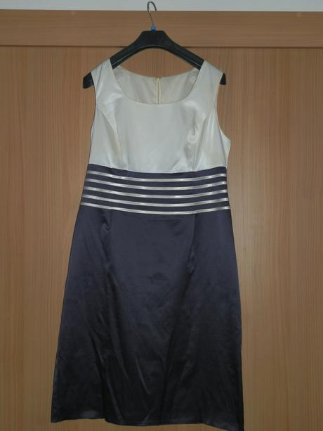 Fialové spoločenské šaty, 42