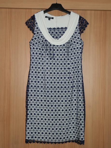 Krémovo-biele spoločenské šaty s modrou krajkou, 42