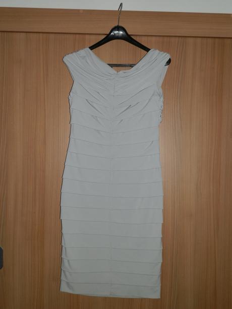 Sivé spoločenské šaty, 42