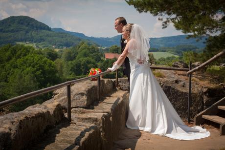Jednodušší korzetové svatební šaty s vlečkou, 42