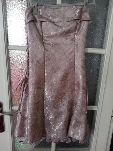 Růžové společenské šaty, 40