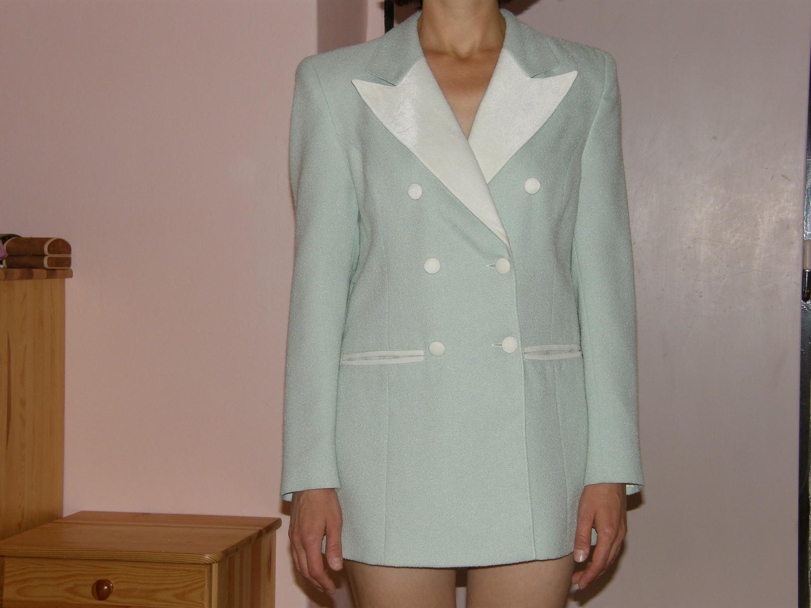 4d12e14ddd34 Nohavicový svetlozeleno-béžový kostým