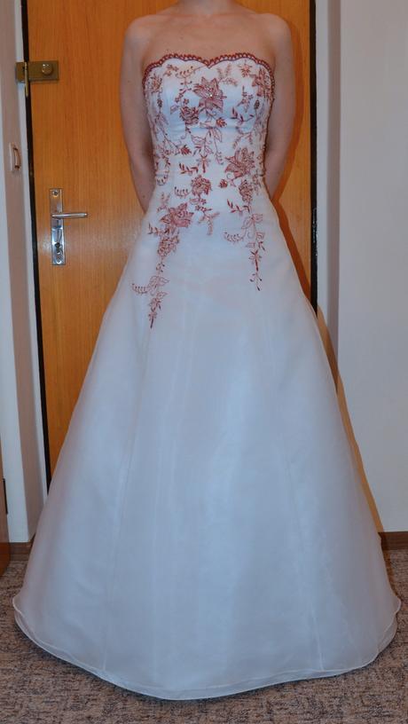 Šaty Romantica s červeným vyšíváním, 38