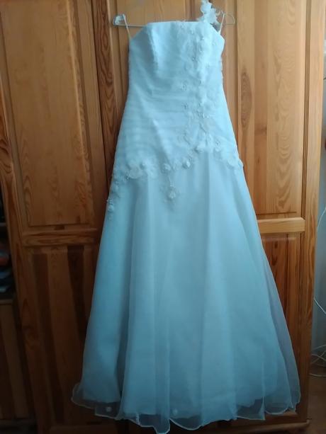 Svadobné šaty s kvetinovými aplikáciami, 38