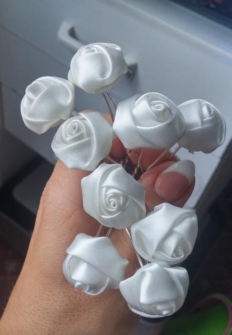 snehovobiele vlásenky-ružičky 9ks,